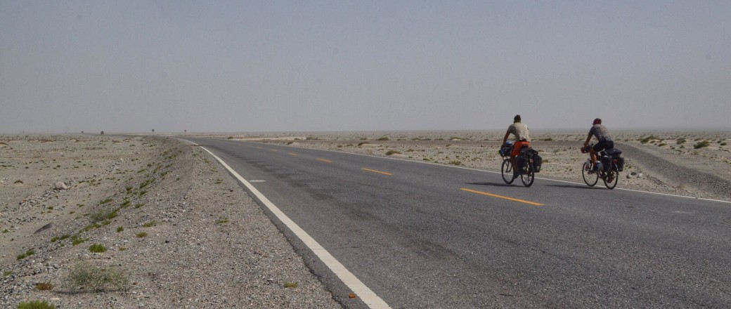Cycling through the Taklamakan desert